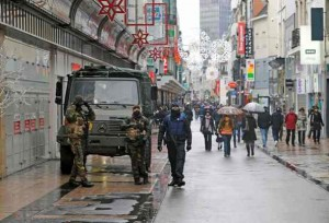 "Belgian soldiers and a police officer patrol a shopping street in central Brussels, November 21, 2015, after security was tightened in Belgium following the fatal attacks in Paris. Belgium raised the alert status for its capital Brussels to the highest level on Saturday, shutting the metro and warning the public to avoid crowds because of a ""serious and imminent"" threat of an attack.  REUTERS/Youssef Boudlal"