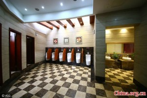 five-star-public-toilet-600x400