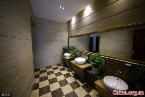 five-star-public-toilet6-600x400