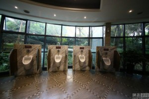 five-star-public-toilet7-600x400